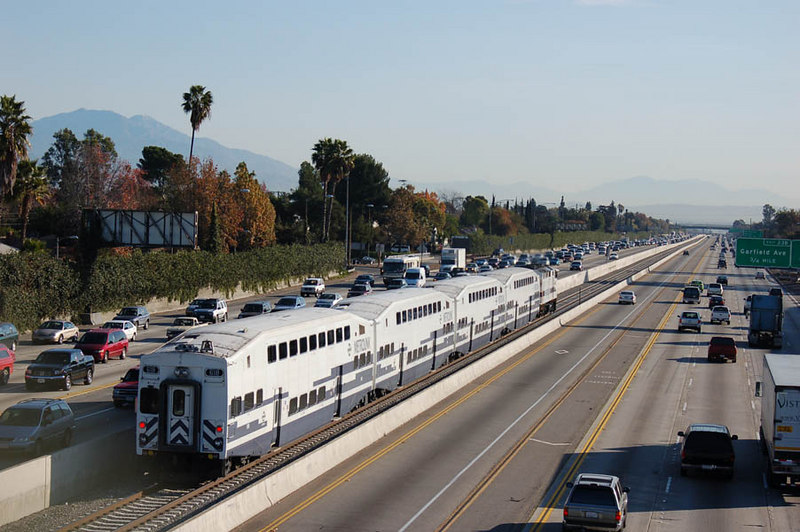 Tracks between highway lanes amtrak rail discussion amtrak edit remembered the location i mentioned is san bernardino freeway interstate 10 near los angeles sciox Choice Image